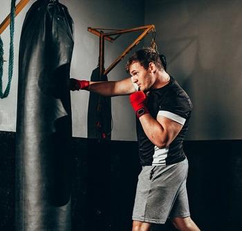 Träning på en boxningssäck